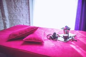odnowione mieszkanie - łóżko poduszki