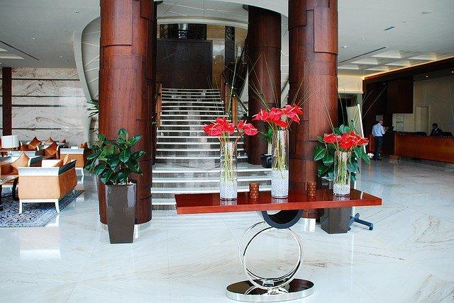 wyposażenie wnętrz hotelowych