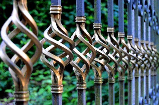 Popularne napędy do bram dwuskrzydłowych i inne