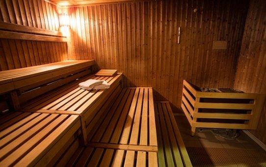Dlaczego warto wyposażyć obiekt sportowy w saunarium?